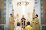 Митрополит Антоний совершил Божественную литургию в Троицком соборе в Париже